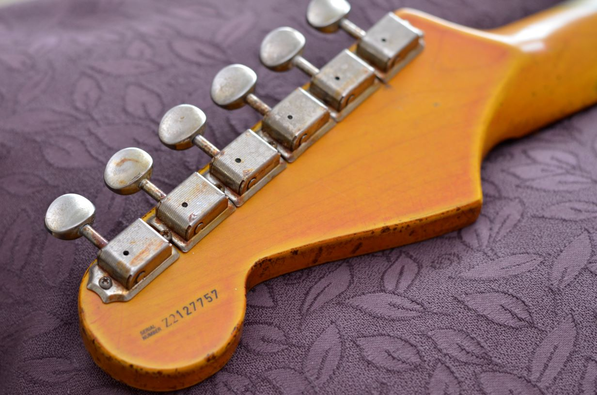 Aged Relic Fender stratocaster ping rear headstock