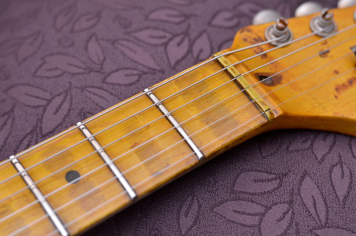 Fender Strat Relic aged maple neck wear