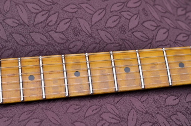 Fender Strat Aged maple neck