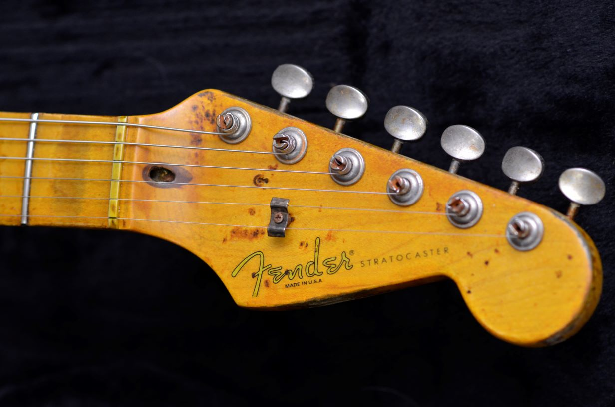 Small headstock Fender Stratocaster maple neck aged relic pings