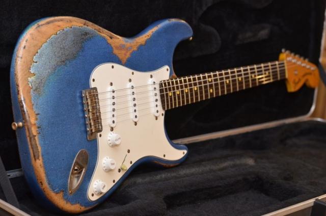 Fender Custom Stratocaster Heavy Blue Sparkle Relic