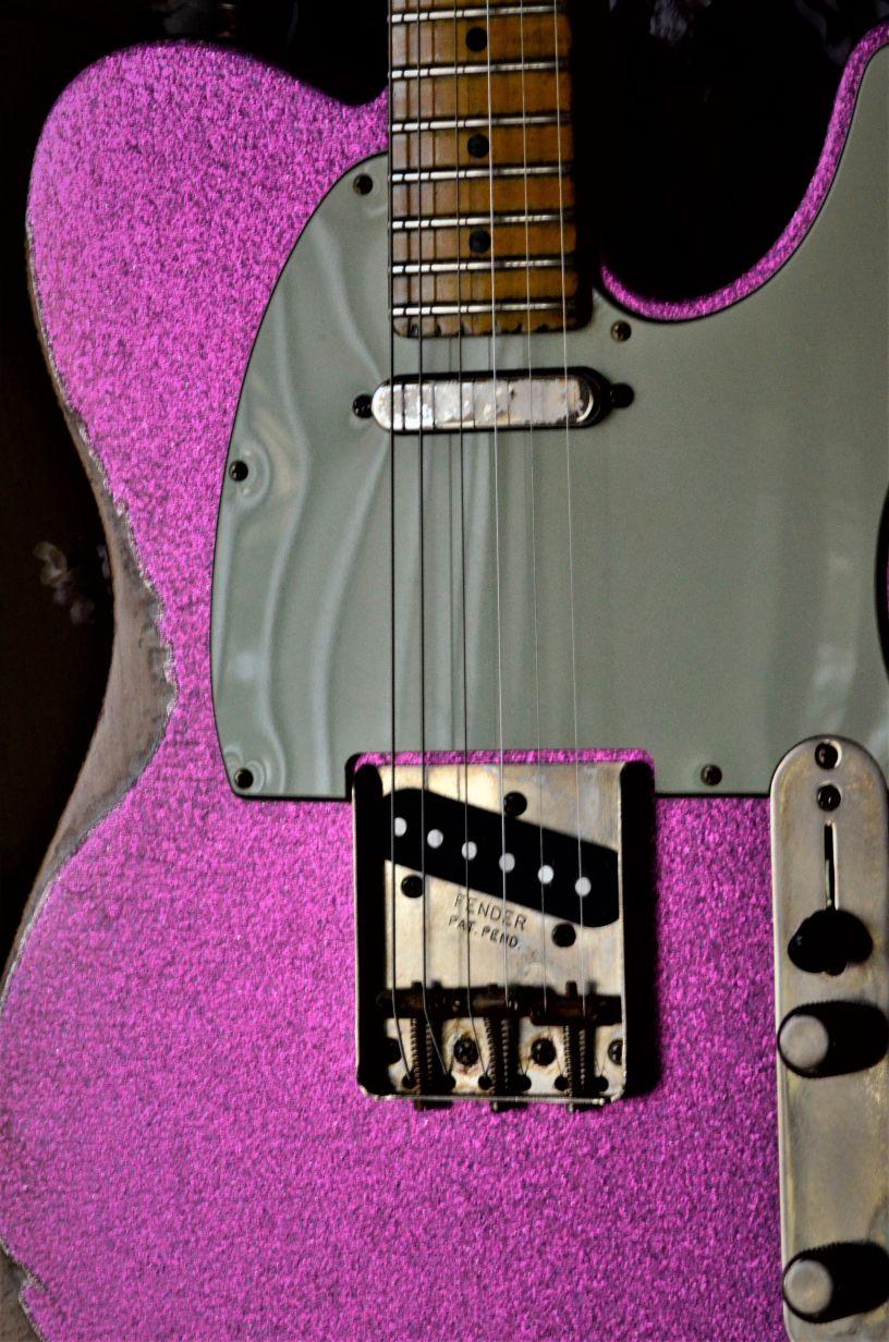 Fender-Custom-Aged-Telecaster-Magenta-Sparkle