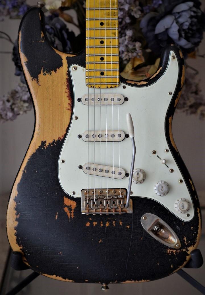 fender-custom-stratocaster-black-relic-vintage