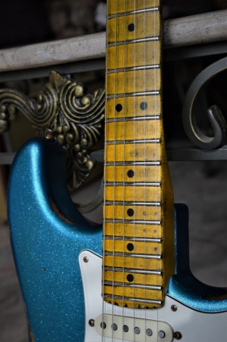 Fender Aged Maple Neck Frets