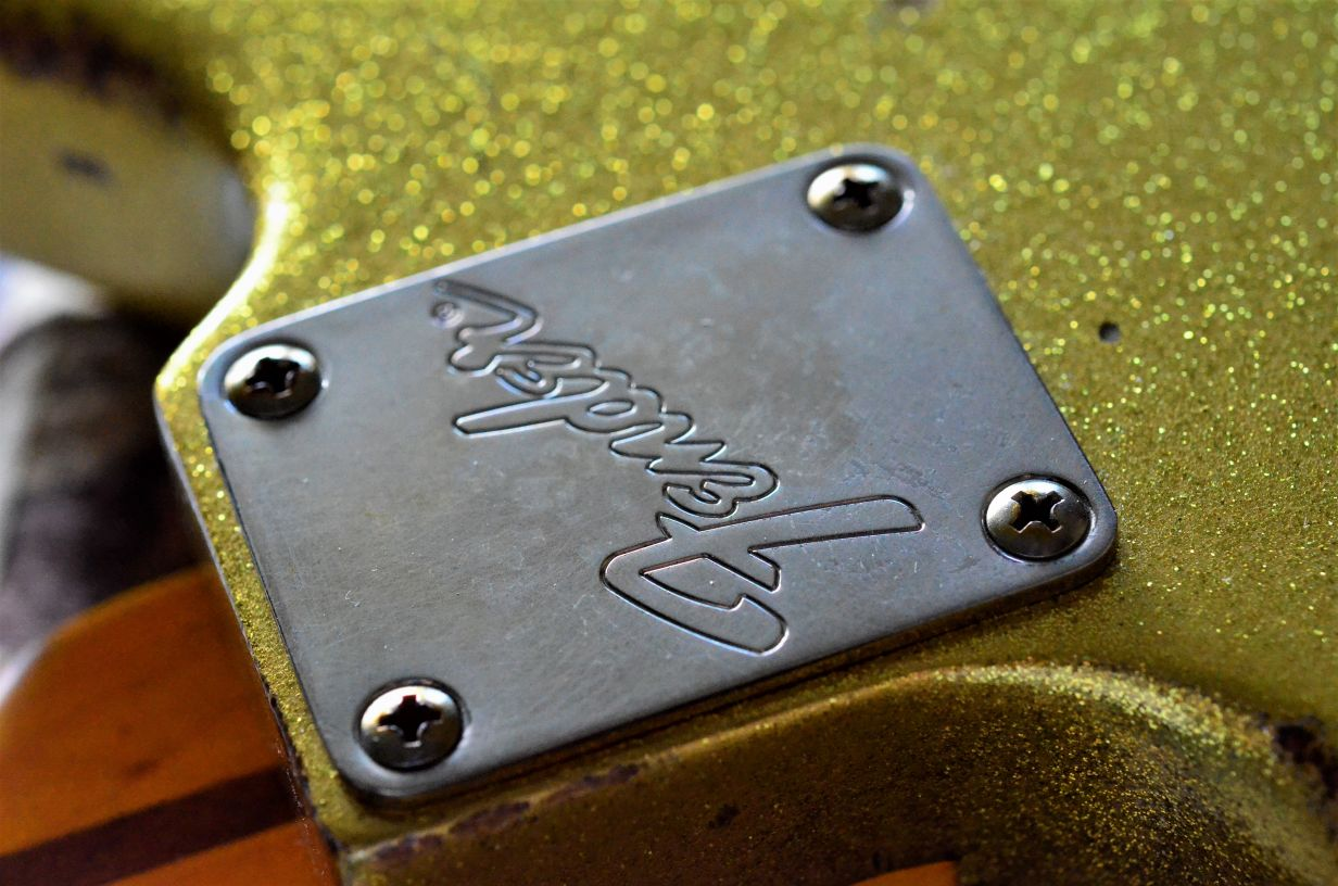 Fender Neck Plate Gold Sparkle