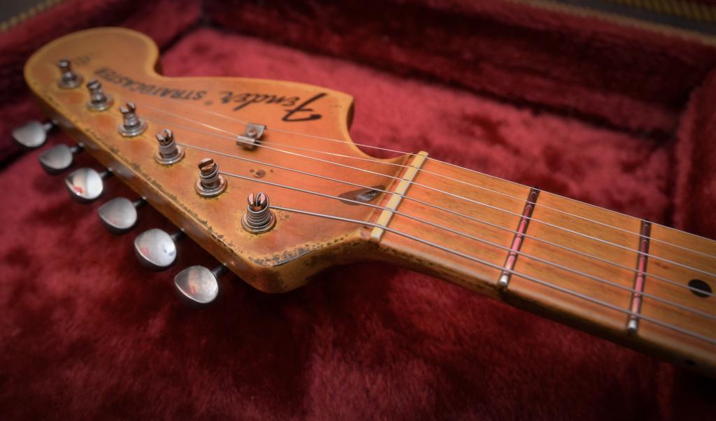 Fender Relic Maple Neck Headstock
